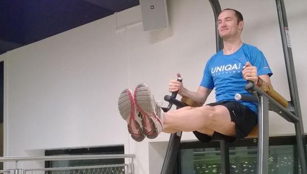 Hasizom erősítő gyakorlat lábemelő géppel
