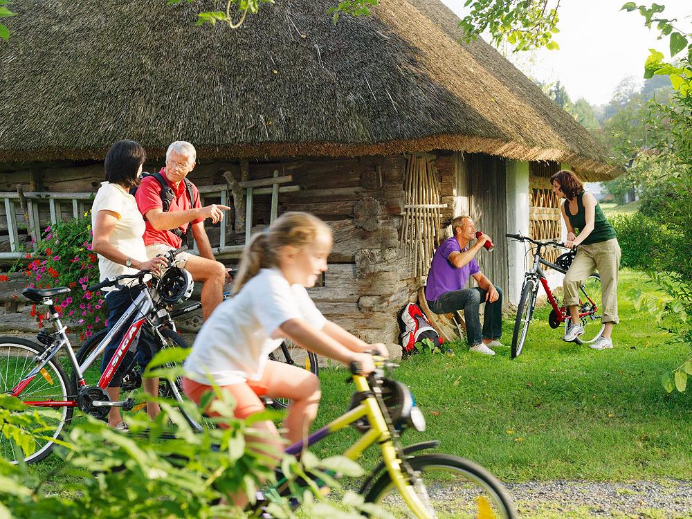 Családi kerékpározás Forrás: (c) Südburgenland Tourismus - Croce und Wir