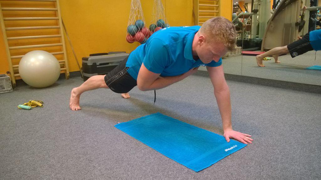 Egy kezes plank - hídtartás Forrás: Mozgásvilág.hu