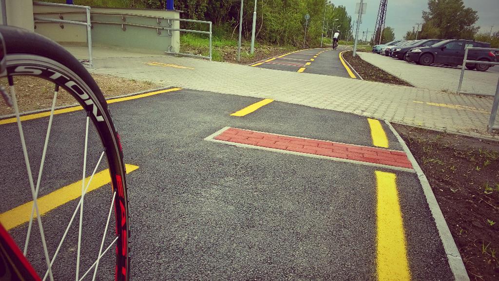 Láttál már ilyet apám??? Fekvőrendőr a bringaúton... Forrás: Mozgásvilág.hu