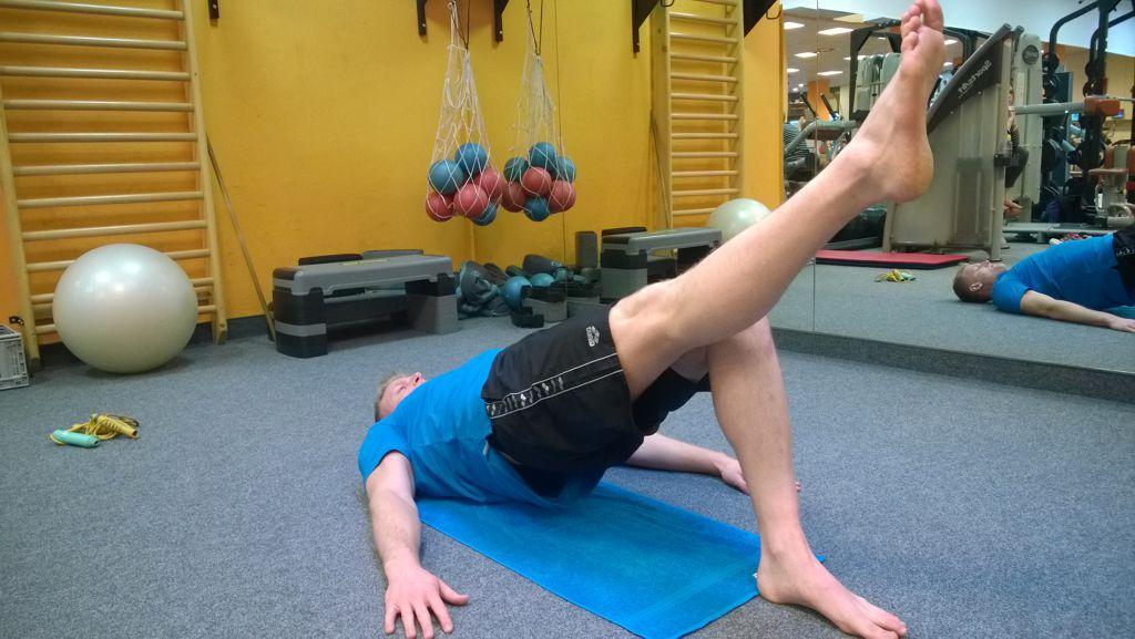 Csípőemelés lábnyújtással Forrás: Mozgásvilág.hu