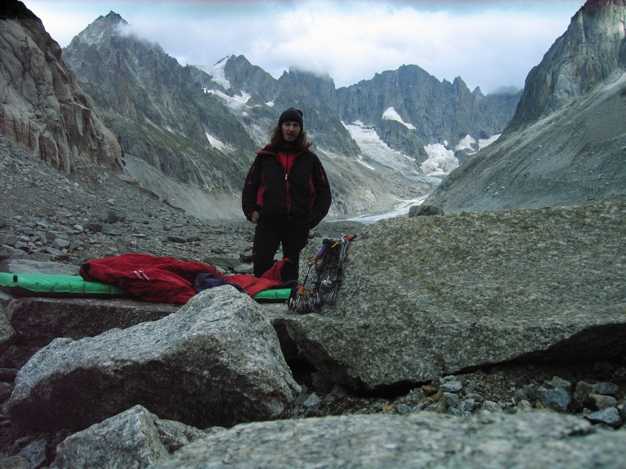 Táborhely a Grandes Jorasses előtt a puszta gleccseren Forrás: Salamon Márk