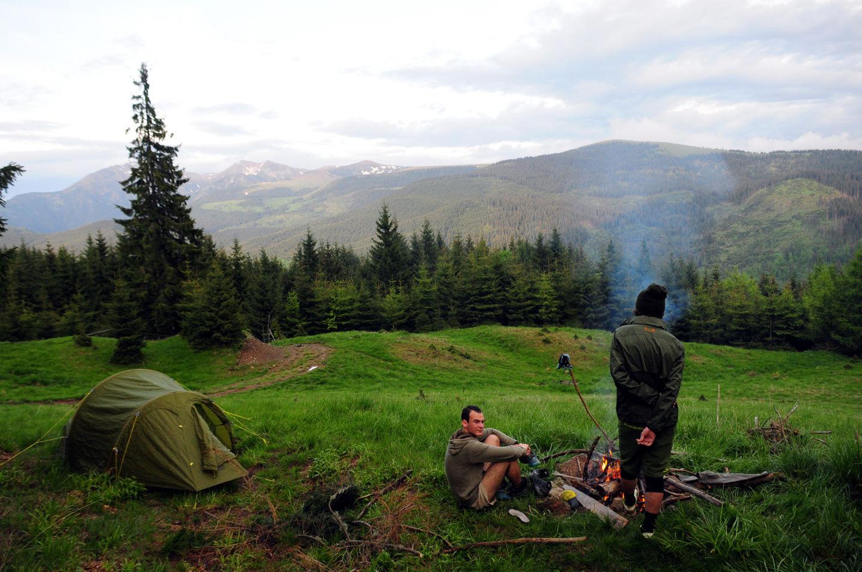 Az esők ellenére is sikeresen meggyújtott tábortűz sokat javít a hangulaton Forrás: Paraferee - Mozgásvilág.hu