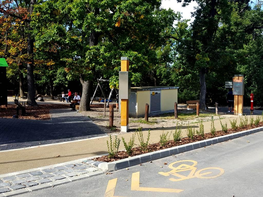 A Libegő felső állomásánál térkép, padok, játszótér és illemhely is rendelkezésre áll. Forrás: www.mozgasvilag.hu