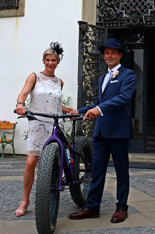 A Farley 7 még az esküvőről elszabadult násznépet is elbűvöli Forrás: Bikemag/Bognár Tamás