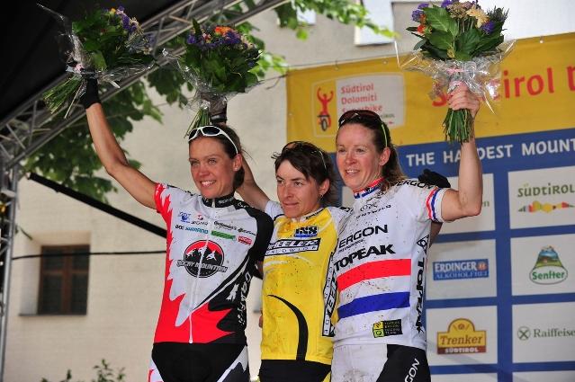A hosszú táv női győztesei: balról jobbra- Pia Sundstedt (2.hely), Erika