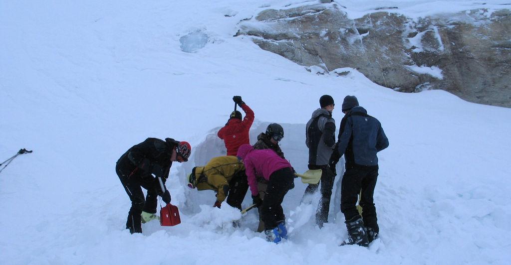 Üreget ásunk a hó elemzéséhez