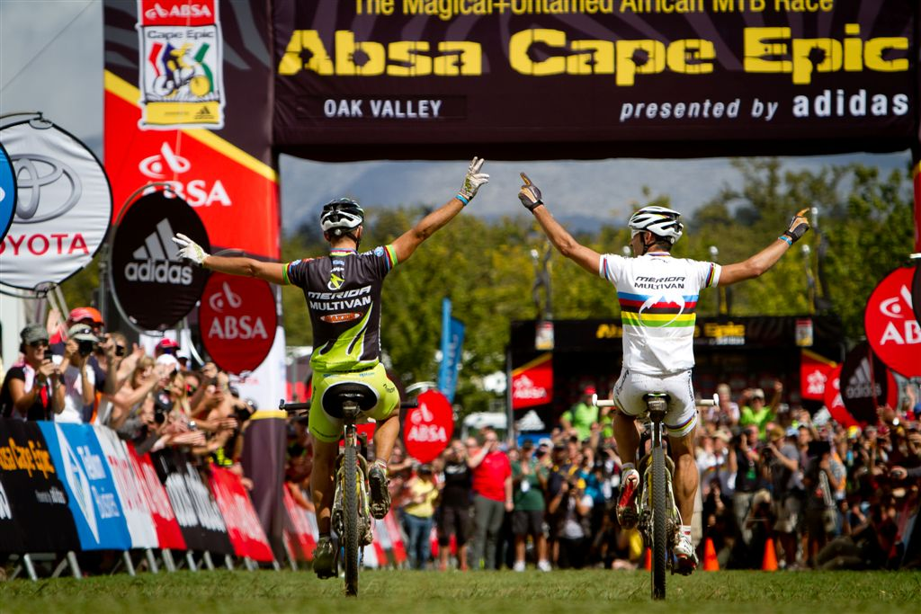 81440-110402_RSA_CapeTown_CapeEpic_Stage6_oakvalley-Oakvalley_Naef_Hermida_winning_backview_1_by_Cerveny.jpg