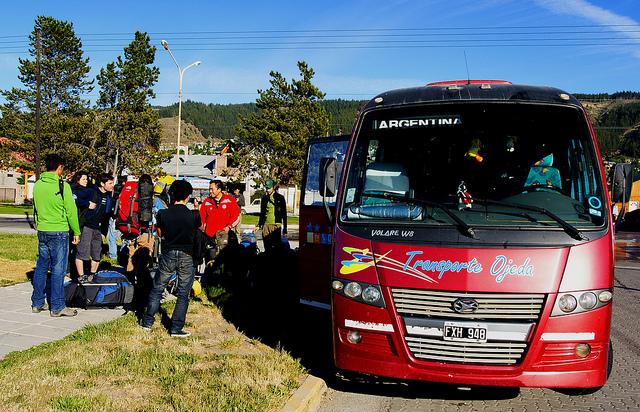 Esquelből kisbuszokkal jutnak el a mászók Piedra Parada-ba