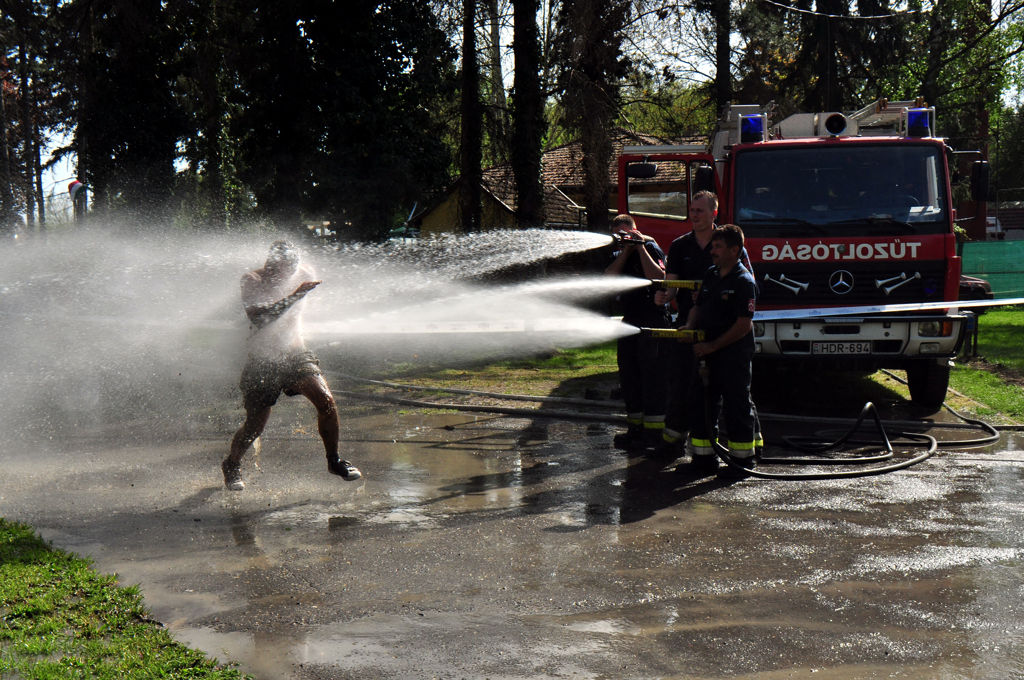 A tűzöltók verekedtek ezért a munkáért
