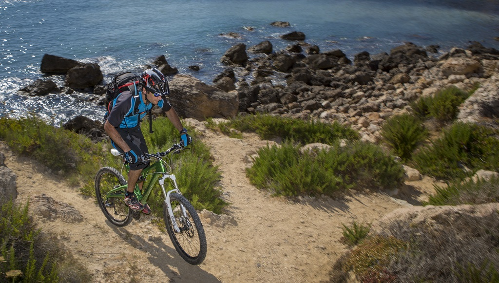 Kerékpározás vadregényes partszakaszokon. Forrás: Máltai Idegenforgalmi Hivatal