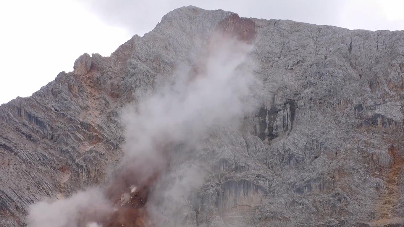 600-700 ezer köbméternyi szikla szakadt le Forrás: Youtube