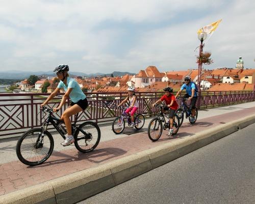 Családi kerékpározás Mariborban