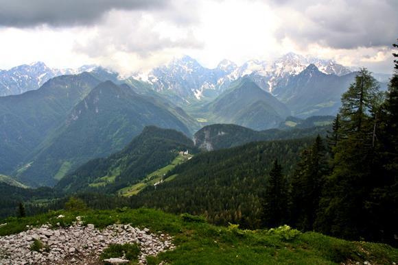 Kilátás a barlang bejáratától. Forrás: www.mozgasvilag.hu