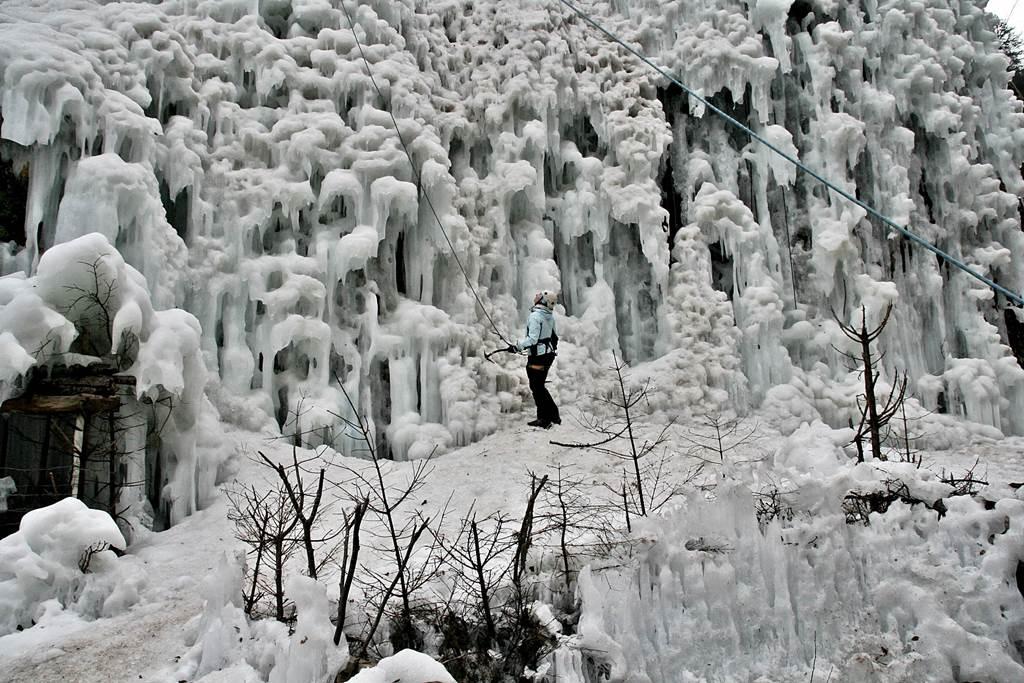Jégfalmászás a Mlačca szurdokban Forrás: www.mozgasvilag.hu