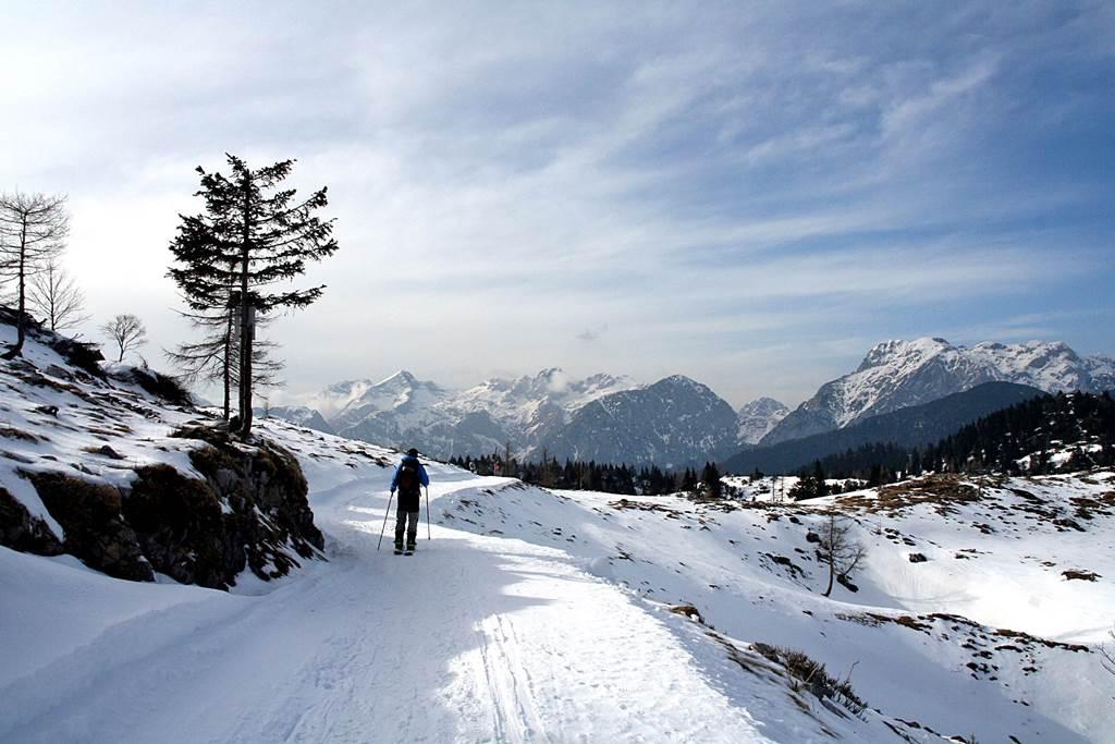 Hótalpazás és sítúrázás a Kamnik Savinja Alpokban Forrás: www.mozgásvilág.hu