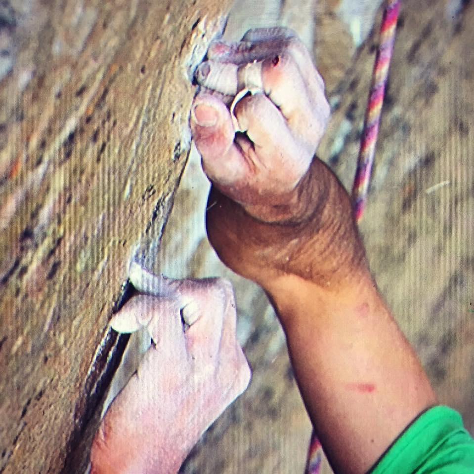 Ezen az egyetlen fogáson múlt az egész mászás Forrás: Kevin Jorgeson Facebook/Sparkshopclimbing