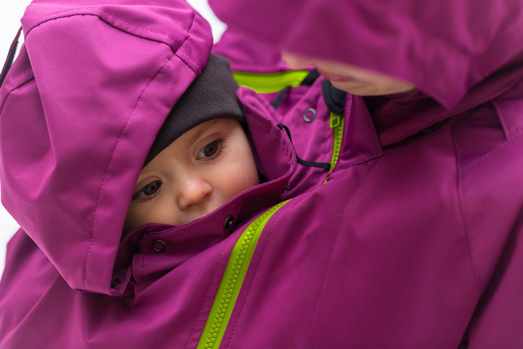 Mamalila - baba és mama is védve az esőtől Forrás: Mamalila