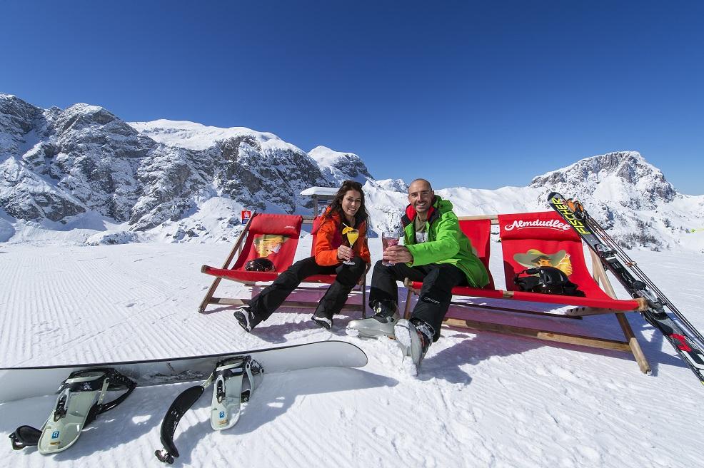 Napfényes síelés napágyakon való pihenéssel egybekötve Forrás: (c) NLW Tourismus Marketing GmbH