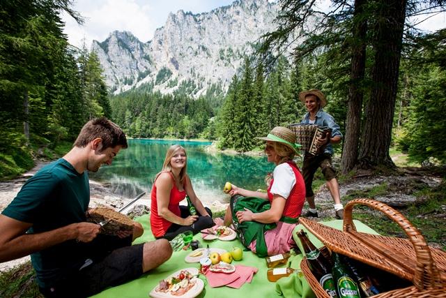 Piknik a Zöld tónál. Forrás: Hochsteiermark Grüner See © Tomm Lamm.