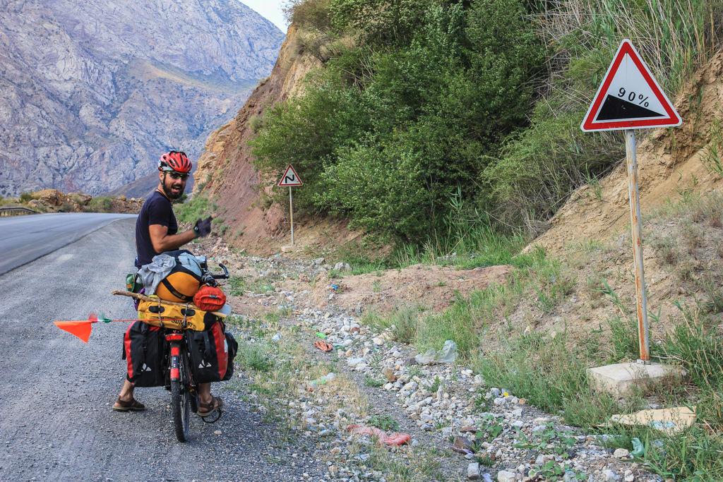 Vannak nehezebb és könnyebb útszakaszok is Kirgizisztánban Forrás: Magunkútján.hu