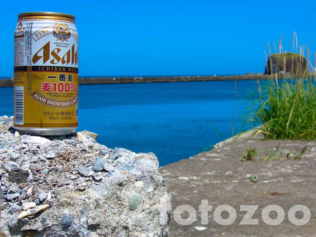 Egy sör az Ohotszki-tenger partján Forrás: Fotozoo - Horváth Zoltán
