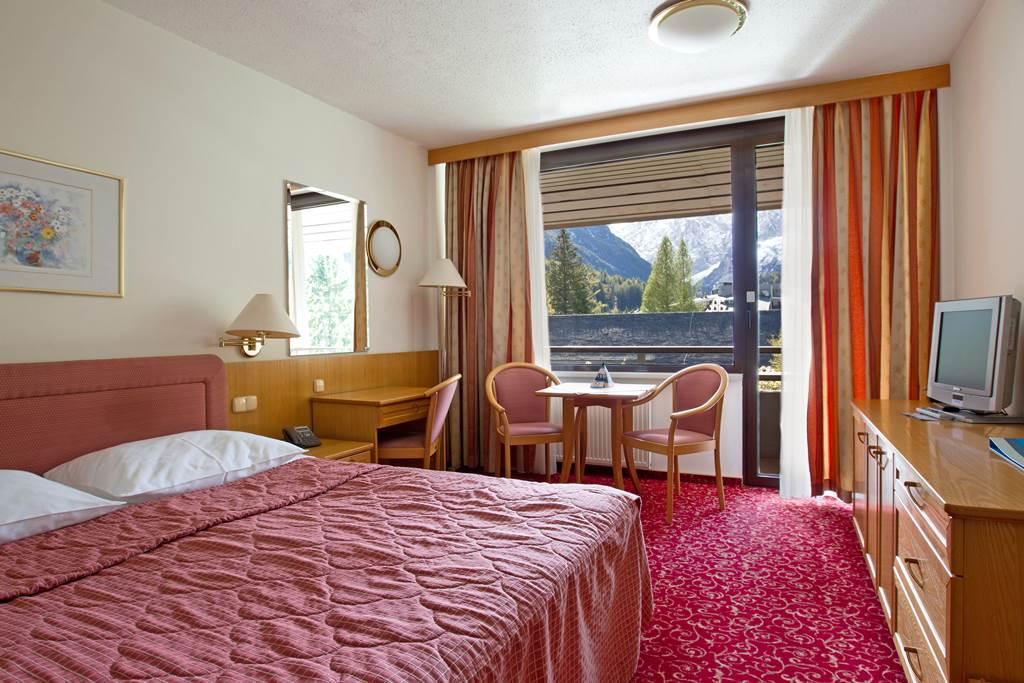 Komfortos és kényelmes szobák Forrás: www.hitholidays.si/en/kompas-hotel