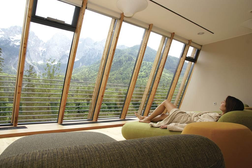 Kilátás a teraszról a Špik hegyre Forrás: www.hitholidays.si/en/hotel-spik