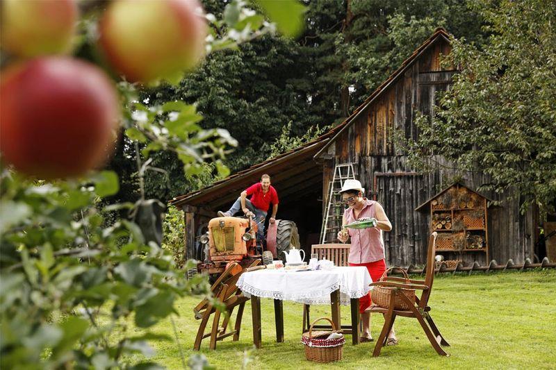 Együtt a családdal az almás kertben ForrĂĄs: (c) Oststeiermark Tourismus_Bernhard Bergmann
