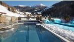 Négycsillagos pályaszállás úszómedencés wellness hotel ...