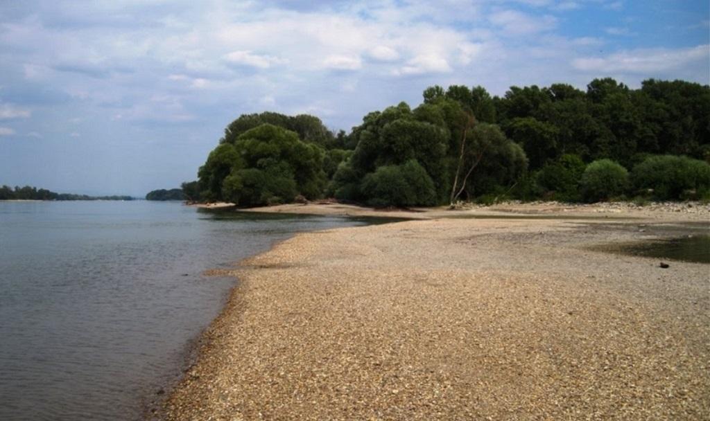 A Duna-part Neszmélynél