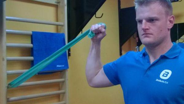 Bicepsz gumikötéllel
