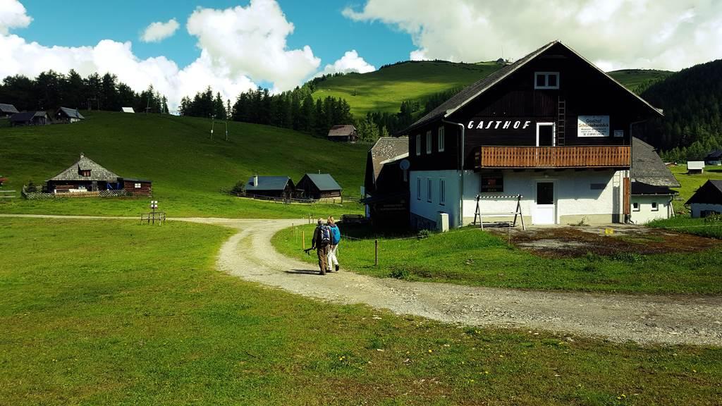 Az Aflenzer-Bürgeralmon számos hétvégi házat, gazdaságot találunk ForrĂĄs: www.mozgasvilag.hu