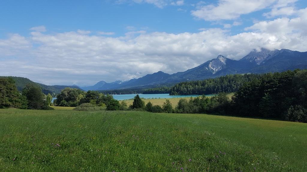 A Faaki-tó és a Mittagskogel a háttérben Forrás: www.mozgasvilag.hu