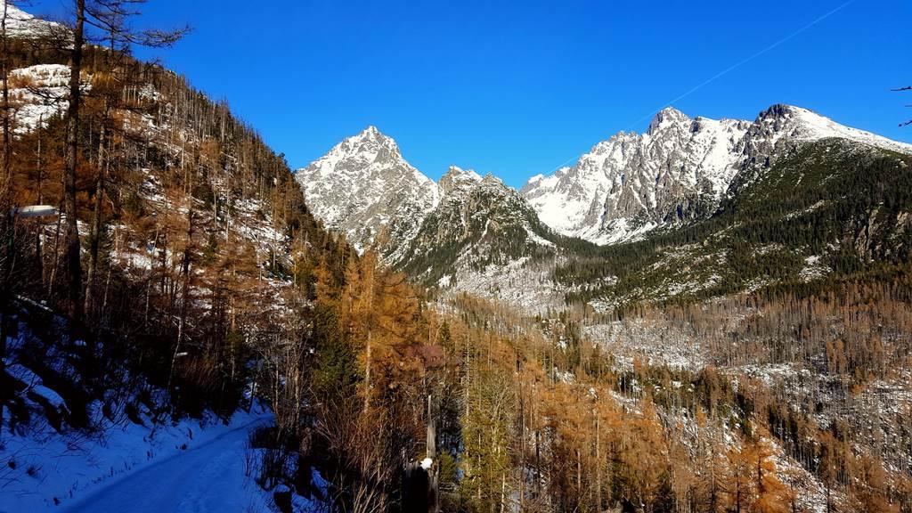 Néhány kanyart követően kitárul előttünk a völgy látványa Forrás: www.mozgasvilag.hu