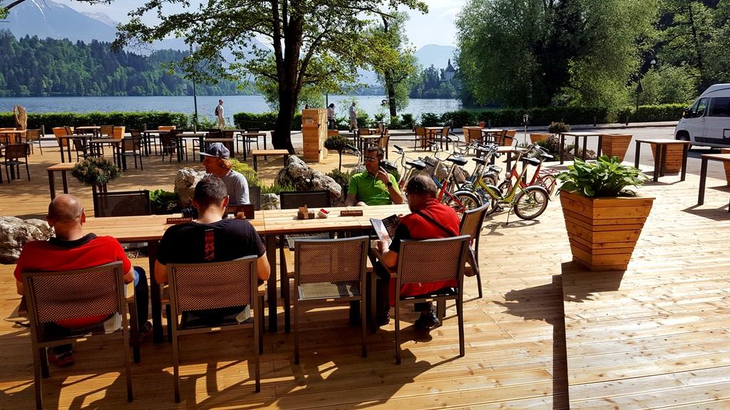 Új kiülős hely nyílt a tóparton a kemping mellett Forrás: Mozgásvilág.hu