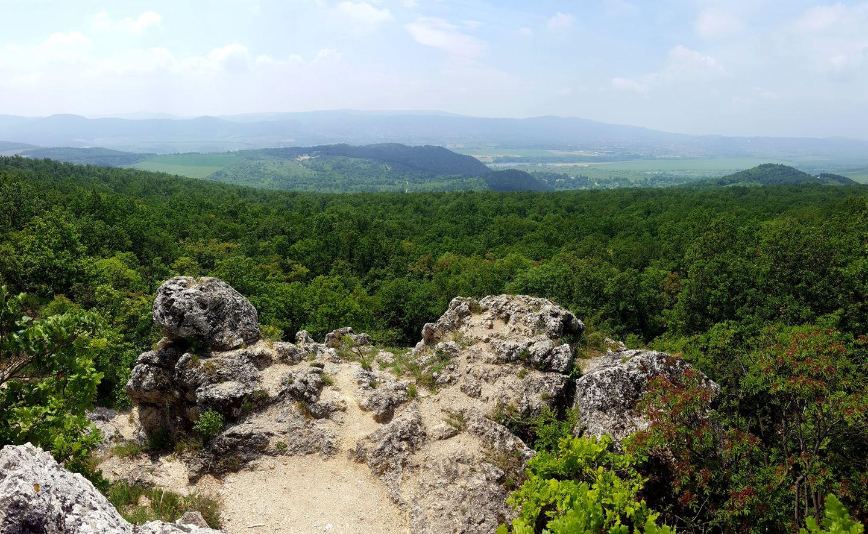 Kilátás a Kevély-hegyi kőfülke tetejéről Forrás: Mozgásvilág.hu