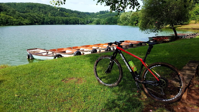 Kovácsszénájai-tó és a Rockrider XC 900 Forrás: Mozgásvilág.hu