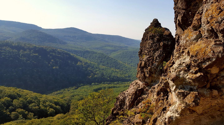 Lenyűgöző sziklaformációk tárulnak fel a szemünk előtt Forrás: Mozgásvilág.hu