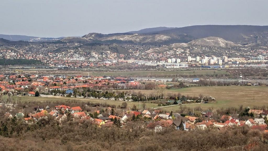 Kilátás Budaörs felé Forrás: Nyáry Tamás