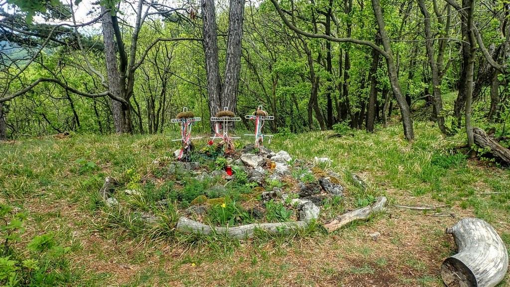A II. világháborúban elesett katonák szépen gondozott sírhelye Forrás: Nyáry Tamás