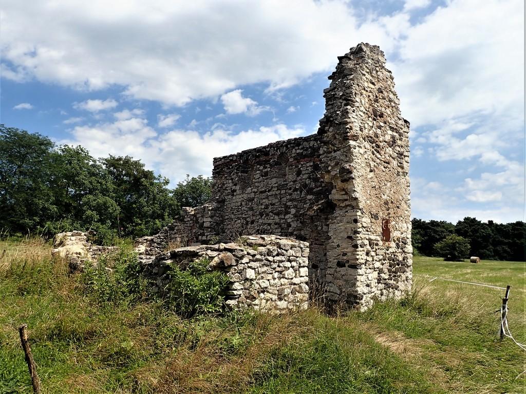 A Kisdörgicsei templomrom 900 éves falai Forrás: Nyáry Tamás