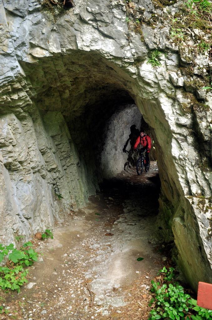 Rövidke, de izgalmas alagút a felső sétányon