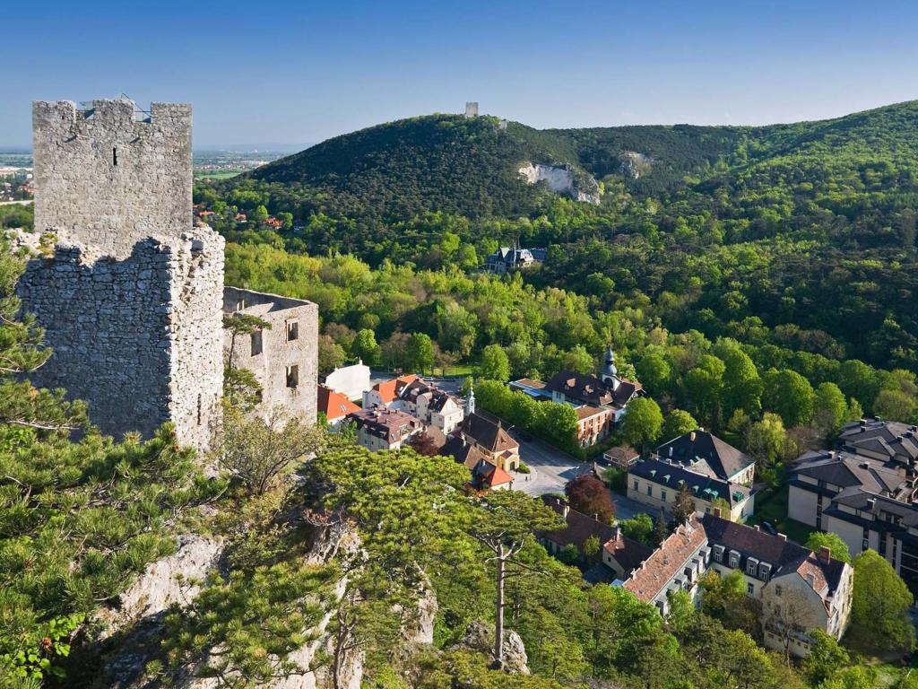 Kilátás a Rauhensteini várból Baden városára Forrás: © Tourismus Baden