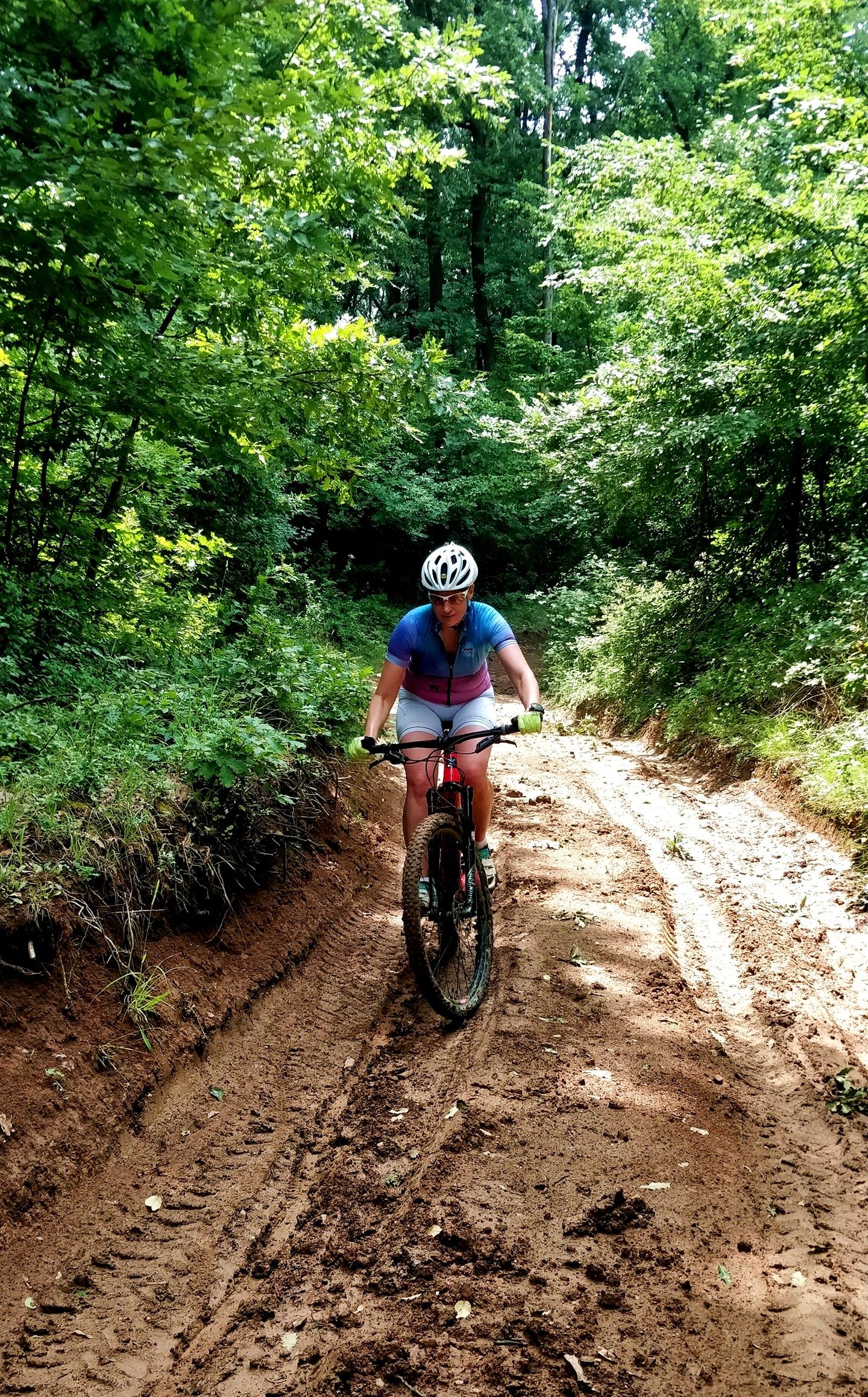 Ragacsos sárban felfelé a Rockrider XC 500-assal Forrás: Mozgásvilág.hu