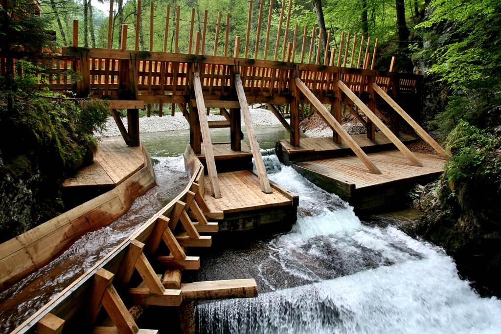 Zsilip és vízlépcső Forrás: www.mozgasvilag.hu