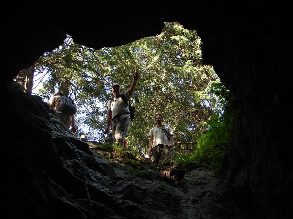 Kiry parkolóból a Fagyos-barlangba, a Krakkói-szurdokba és a Kościelisko-völgy barlangjaiba Forrás: Nagy Árpád