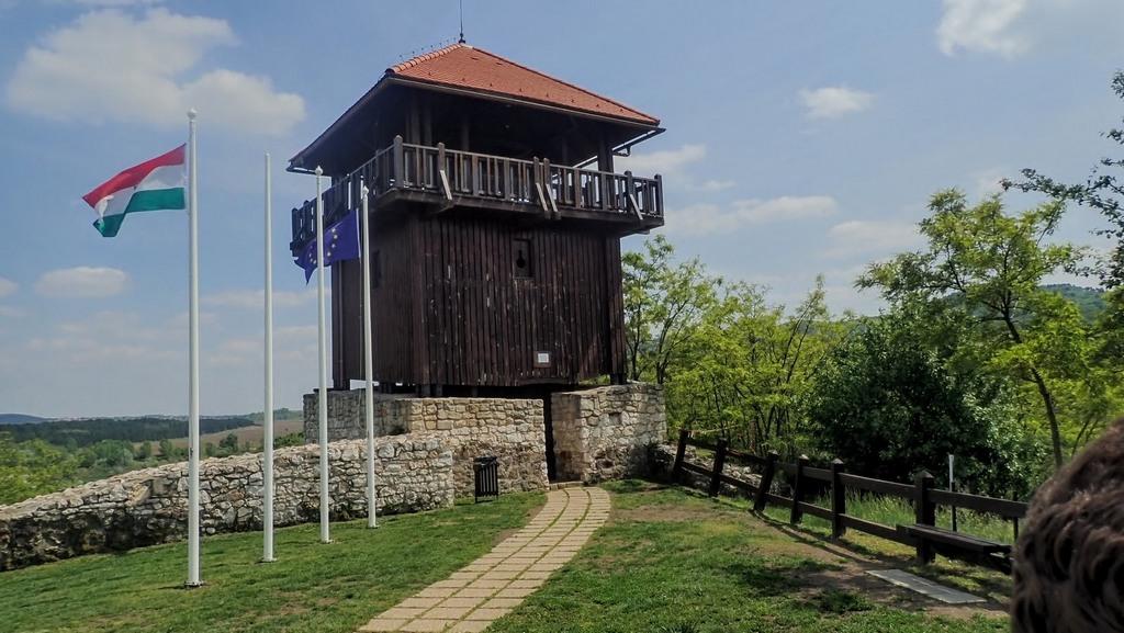 A Solymári vár kilátónak átalakított tornya Forrás: Nyáry Tamás