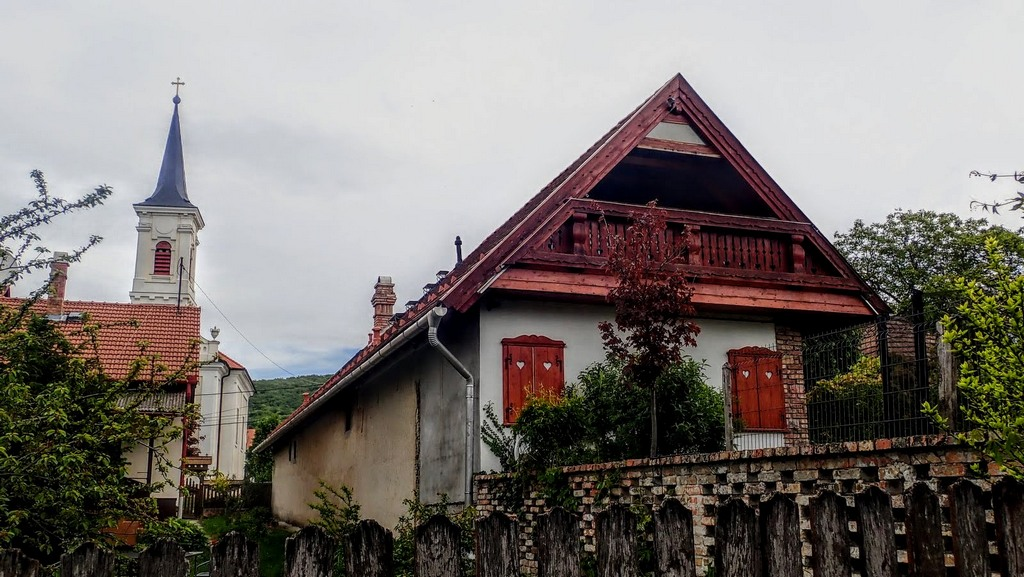 Hangulatos házak kísérik utunkat Forrás: Nyáry Tamás