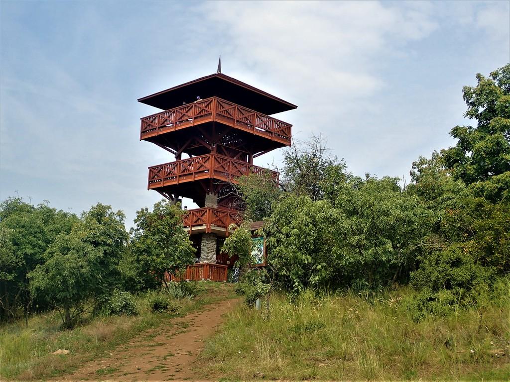 Az Őrtorony-kilátó az Apáti-hegyen Forrás: Nyáry Tamás